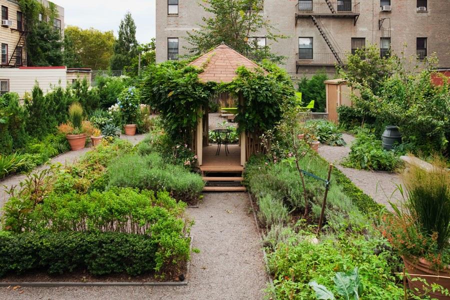 bette-midler-garden-after-1